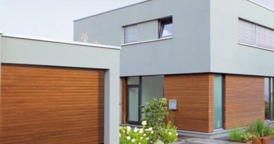 Consigue más espacio en tu garaje y en el jardín colocando una puerta enrollable