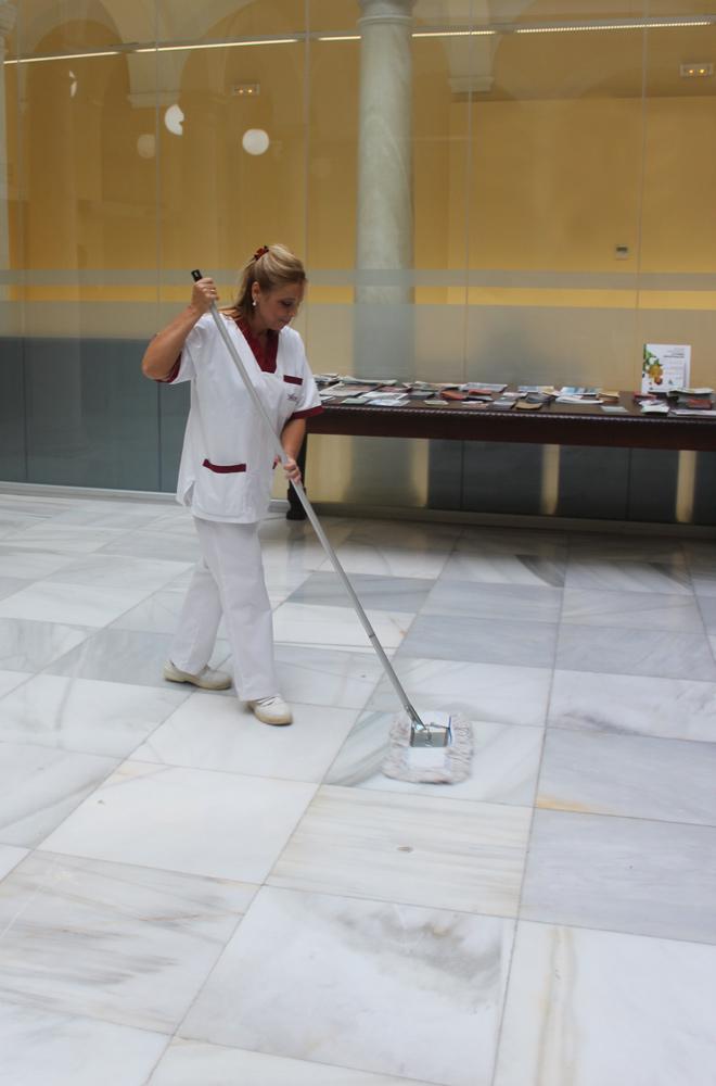 Evita la pereza de limpiar tu vivienda de verano en Cádiz con Gadeslimp