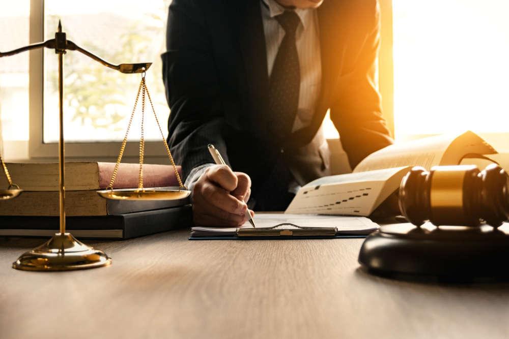 Cómo elegir al abogado de divorcios perfecto